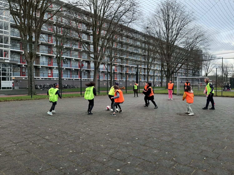 Voortaan Wekelijks Clinics Meidenvoetbal In Overdie