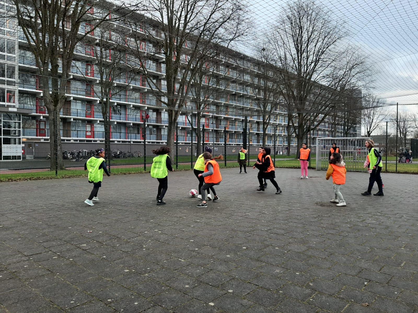 Meidenvoetbal In De Wijk Overdie